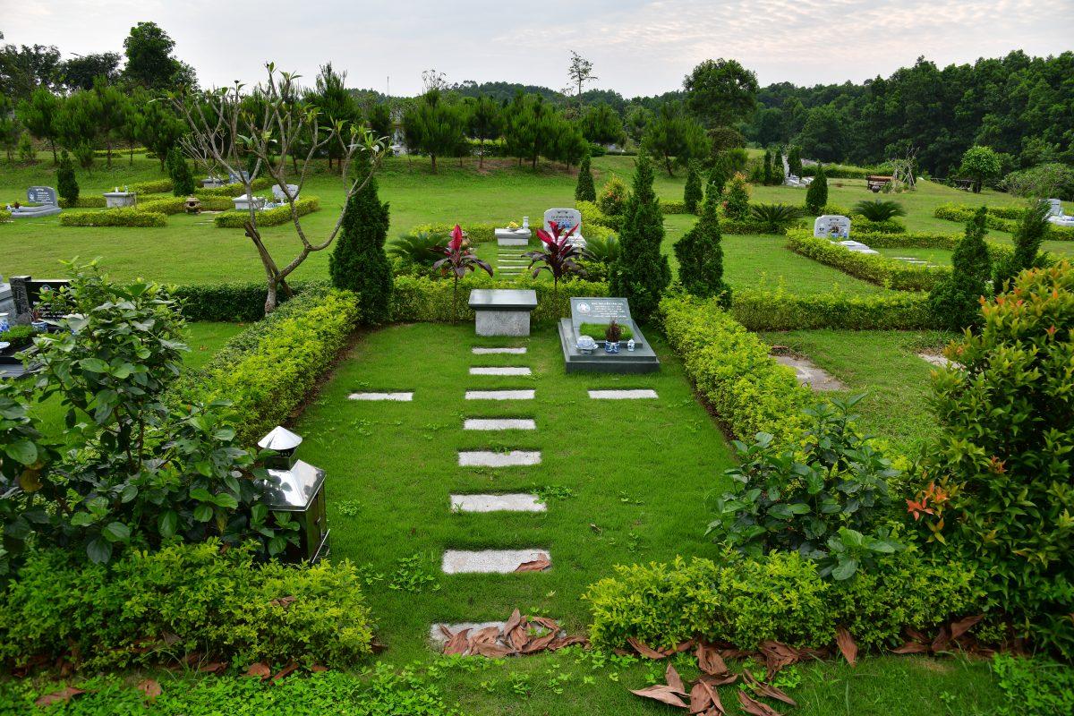 Khuôn viên mộ 4